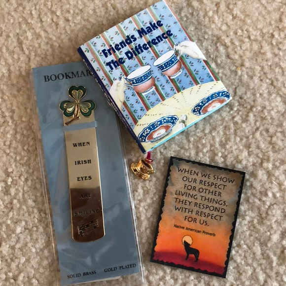 Accessories - 🌻🌻Bookmark/magnet and tiny book all NEW